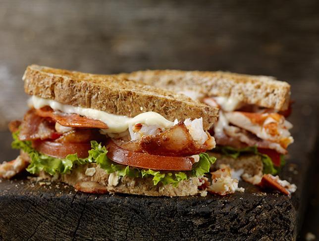Toast BLT con bacon, lattuga e tomato: la ricetta