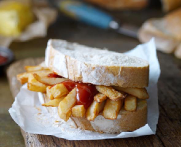 panino farcito con patate fritte