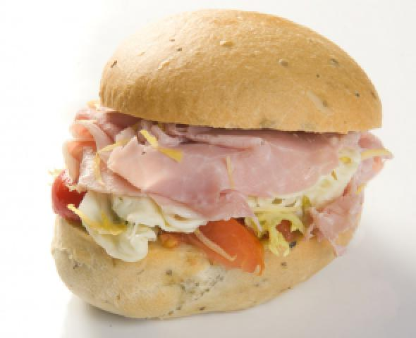 Panino all'origano con cotto di culatello, mozzarella di bufala e limone