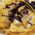 Crespelle ripiene sul piatto decorate con radicchio