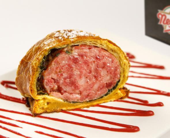 Cotechino in crosta con biete, spinaci e ketchup di barbabietola