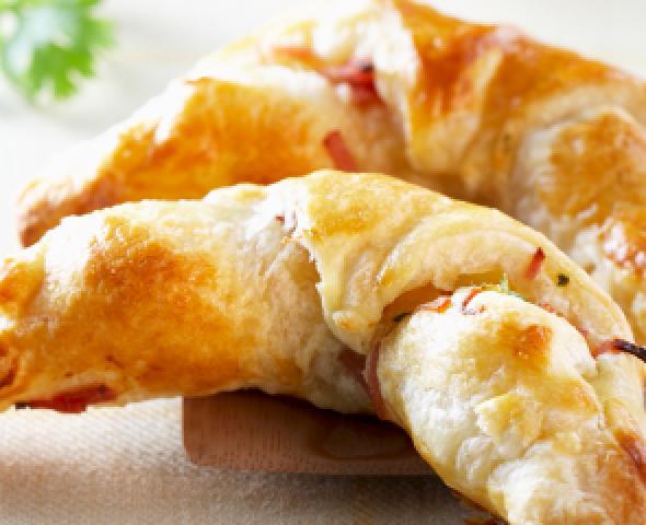Mini-croissants farcis avec spianata et caciocavallo