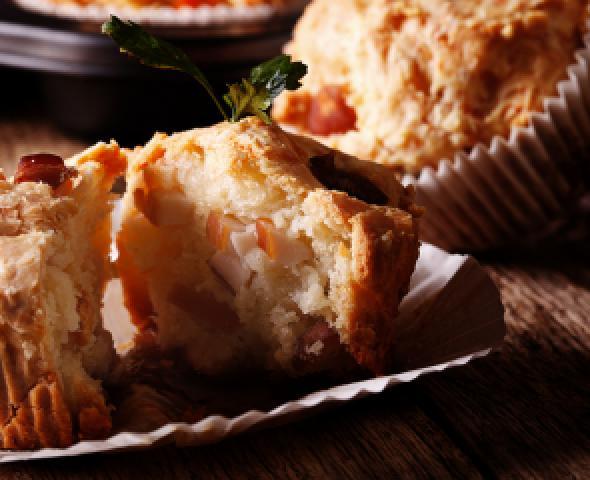 Muffin salati con speck e formaggio
