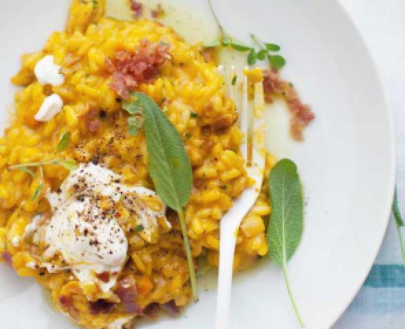 Risotto au safran avec pancetta et burrata