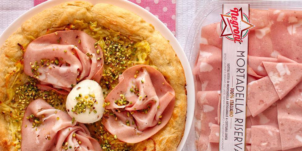 Pizza mortadella, pistacchi e patate