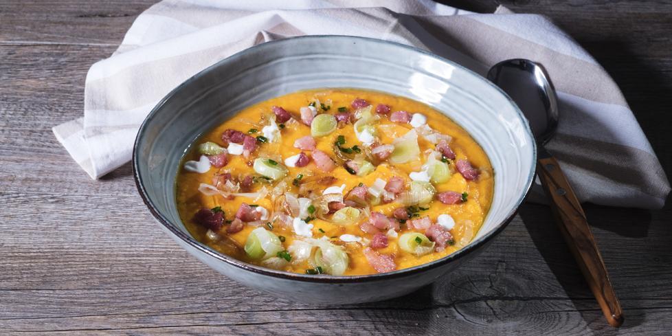 Zuppa di zucca con cubetti di pancetta e porri