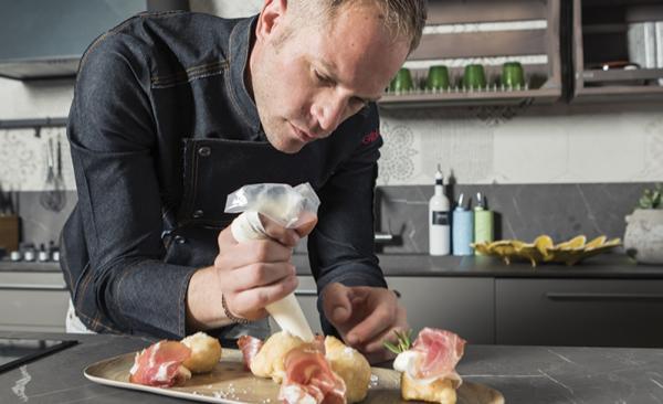 Coccoli toscani con culatello e stracchino aromatizzato al rosmarino