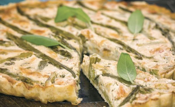Torta salata con asparagi e speck, la ricetta