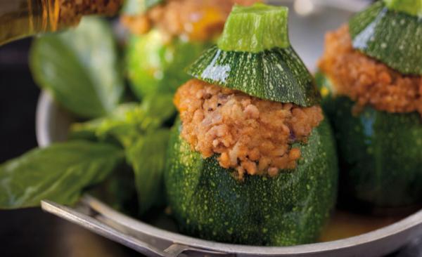 Zucchini mit Schinken gefüllt