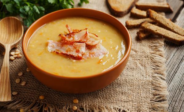 Zuppa di topinambur con pancetta croccante