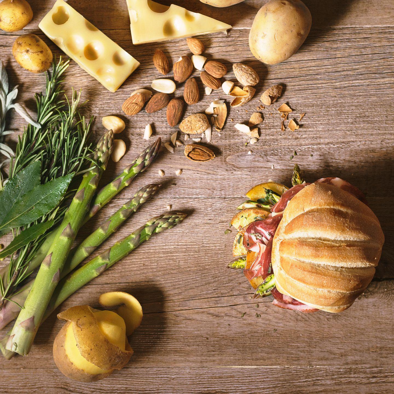 Panino con coppa, emmental e asparagi