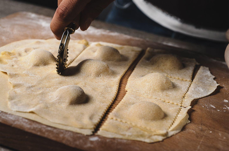 Ravioli al prosciutto crudo con salsa alla cima di rapa e acciughe Schede primarie_