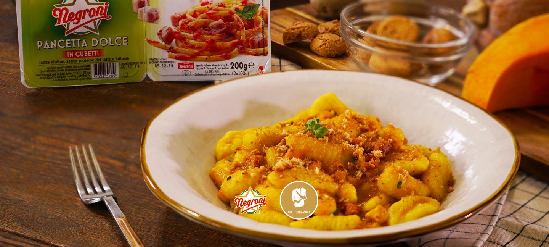 Gnocchi con crema di zucca, amaretti e cubetti di pancetta Negroni
