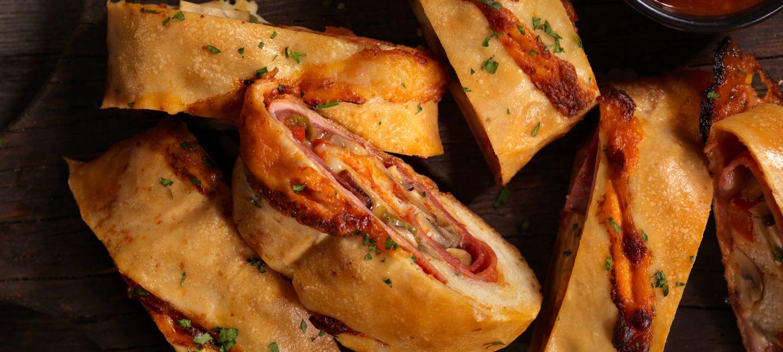 Strudel salato con prosciutto cotto, formaggio e zucchine