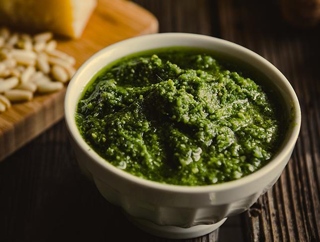 Pesto di broccoli, la salsa per un primo piatto unico