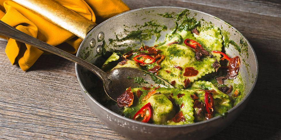 Ravioli al prosciutto crudo con salsa alla cima di rapa