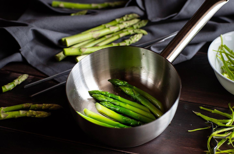 Risotto alla carbonara con asparagi e pancetta fumè