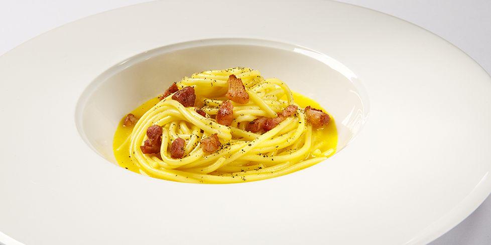 Spaghettone con crema di riso, zafferano e Cubetti di pancetta affumicata