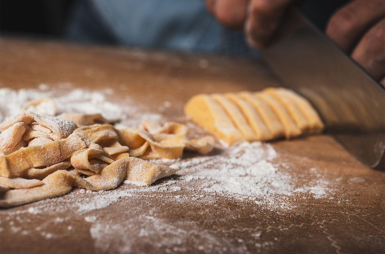 Tagliatelle di zucca con castagne, cubetti di pancetta e fonduta