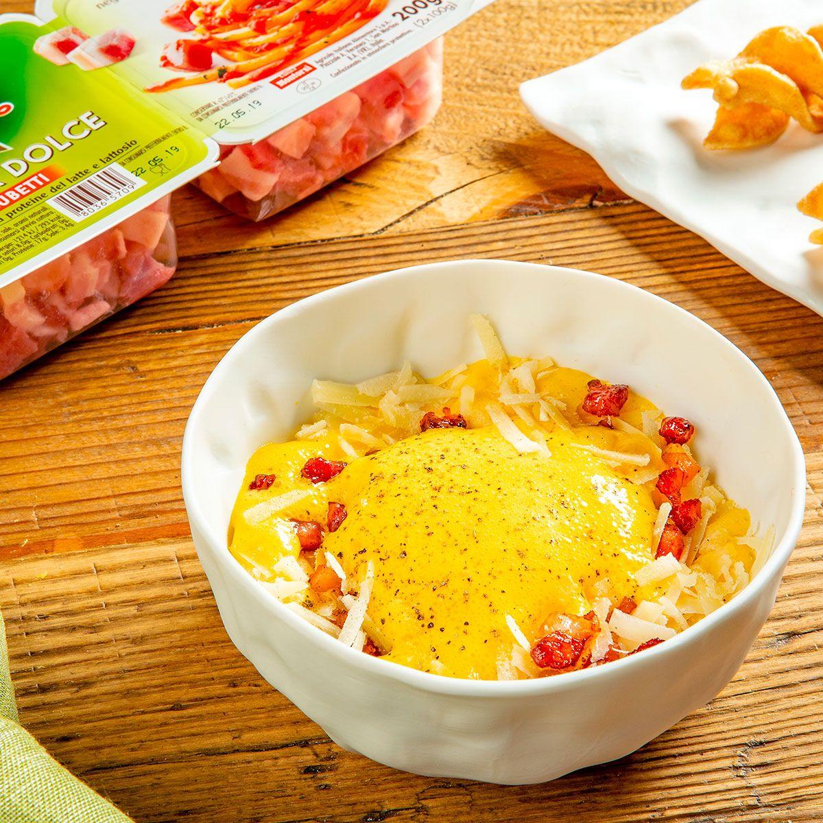 Spuma di carbonara con pasta soffiata, cubetti di pancetta dolce e pecorino
