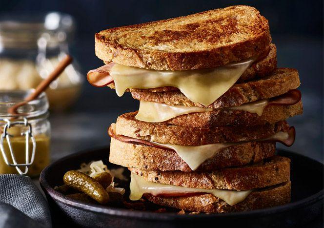 Toast al salame, la ricetta facile